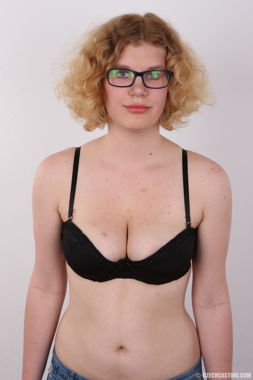 Blonde Tereza Holidays in Thailand public shaved open