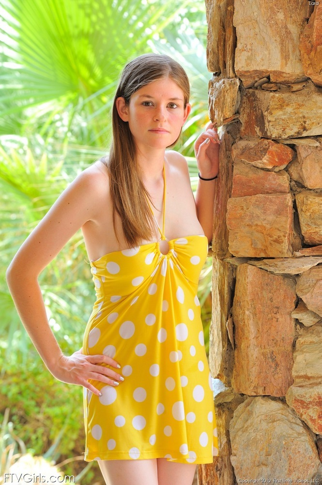 Lara in yellow fisting ftv girls (16 pics)